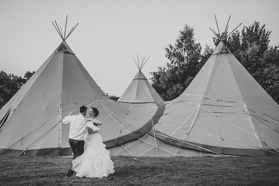 Pink-Teepee-Wedding-England-Steven-Rooney-24