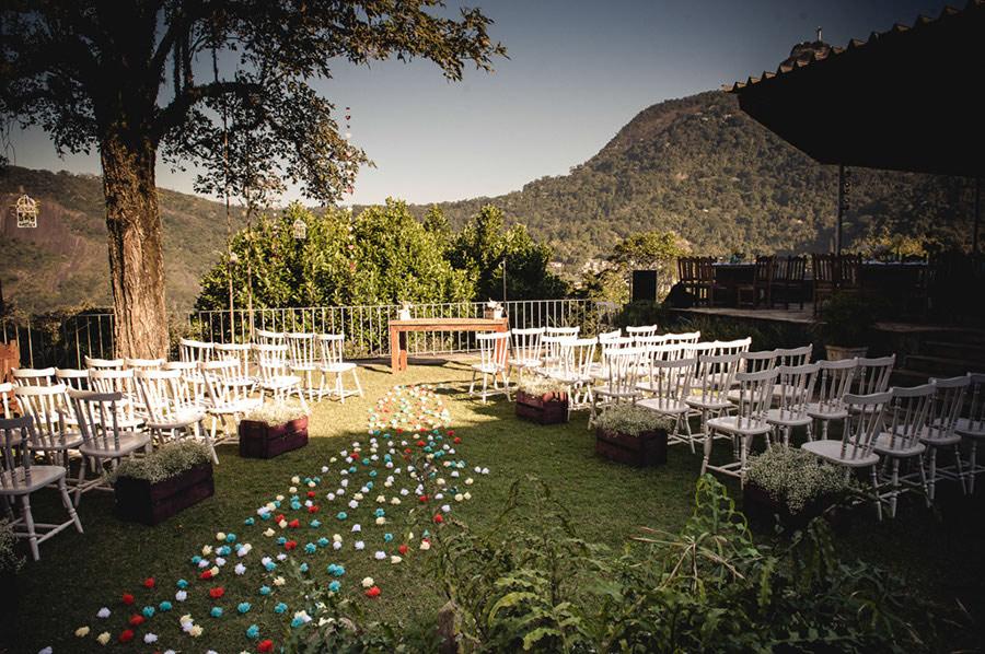 Wedding-Rio-de-Janeiro-Pompom-Aisle-Corcovado-04