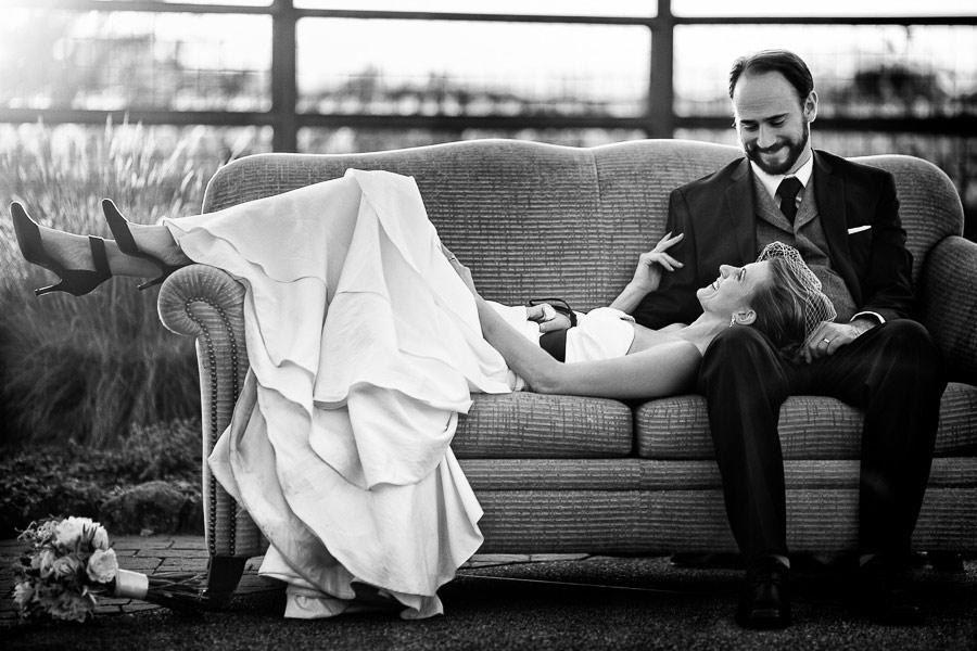Wineyard-Wedding-Sofa-Swimmingpool-Marius-Barbulescu-11
