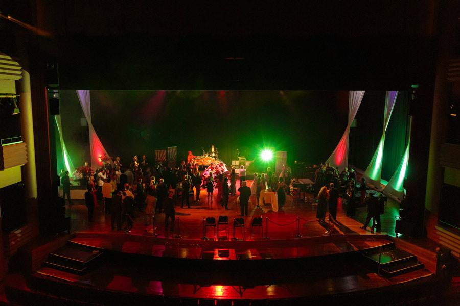 theater-circus-wedding-nicole-bosch-22