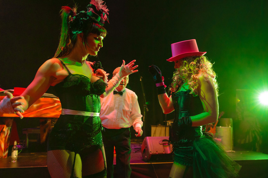 theater-circus-wedding-nicole-bosch-29