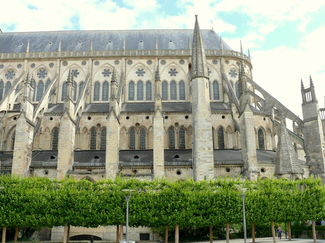 The nave of Bourges Cathedral showing the absence of transept © Mossot, Creative Commons (CC-BY-SA-3.0)
