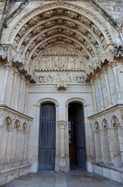 The Virgin Portal © GO69 - licence [CC BY-SA 4.0] from Wikimedia Commons