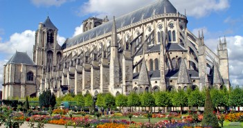 Bourges Cathedral by Renaud MAVRÉ (public domain) from Wikimedia Commons