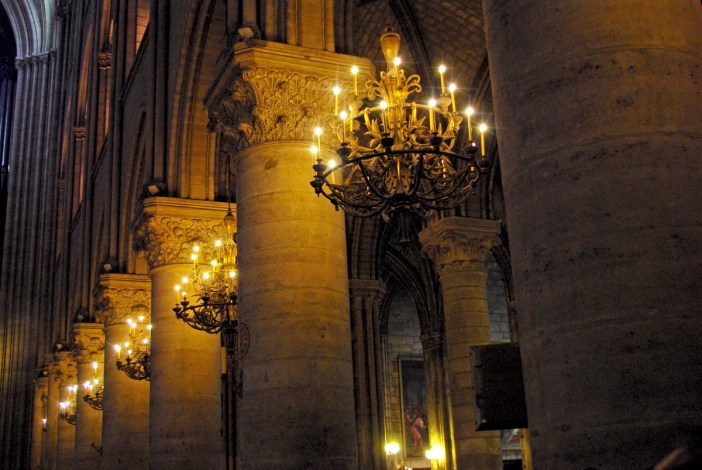 The Chandeliers of the nave © French Moments
