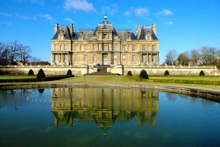 View of the chateau of Maisons-Laffitte coming from Paris © French Moments