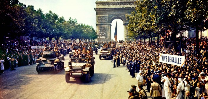 Crowds_of_French_patriots_line_the_Champs_Elysees-26 août 1944