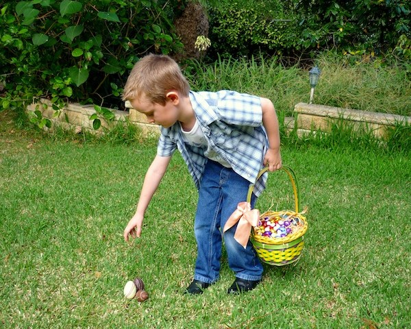 Easter traditions in France Egg hunt