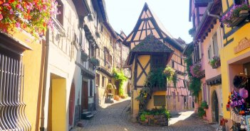 Rue du Rempart, Eguisheim © French Moments