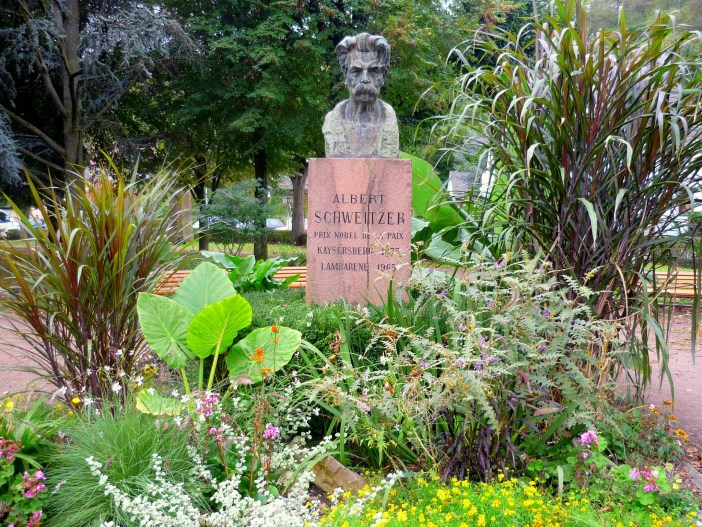 Memorial in honour to Albert Schweitzer in Kaysersberg © French Moments