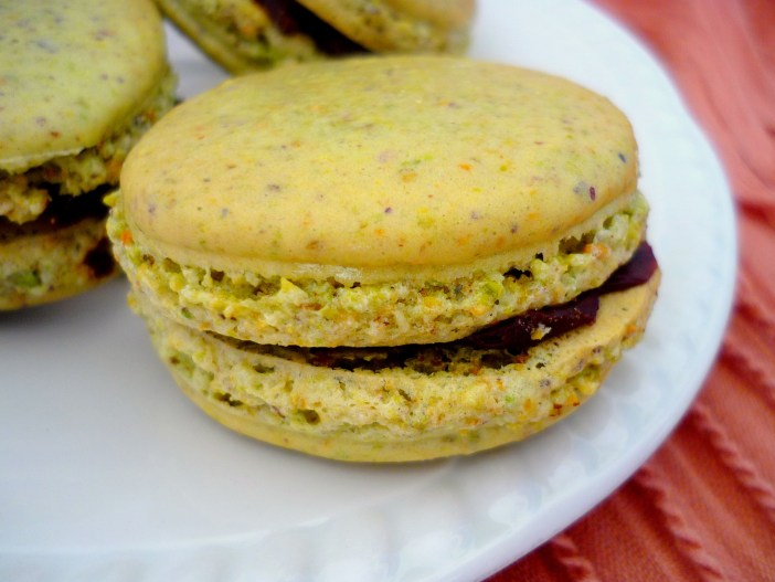 Chocolate and pistachios macarons © French Moments
