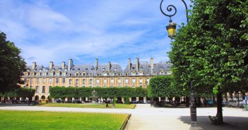 Place des Vosges © French Moments