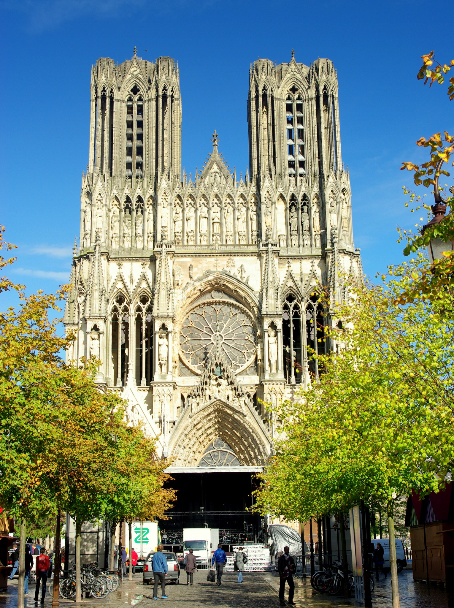 The French Minimalist Capsule Wardrobe Winter 2018 2019: Reims Cathedral