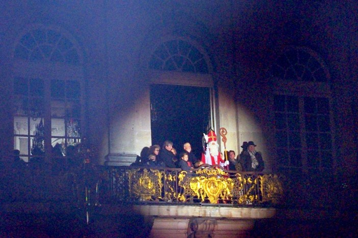Saint-Nicolas on the balcony of the City-Hall of Nancy © French Moments