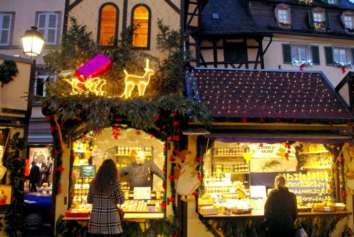Colmar Christmas Market (Place Jeanne d'Arc) © French Moments