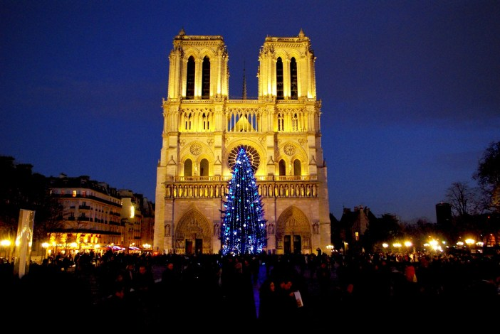 Photos of Christmas in France - Notre-Dame of Paris © French Moments