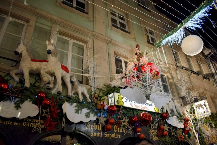 Christmas decoration in Rue des Orfèvres, Strasbourg © French Moments