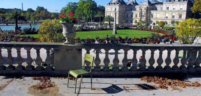Luxembourg Palace from the garden © French Moments