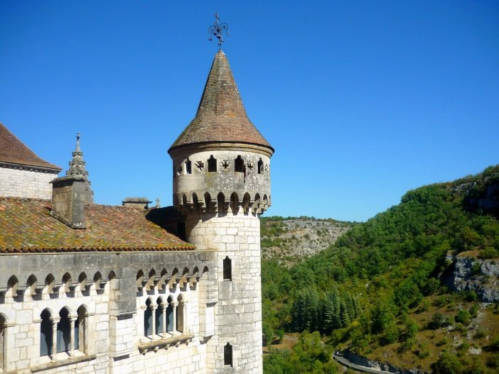 One of the crenellated towers of the Bishops Palace © French Moments