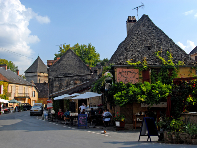 Saint-Léon-sur-Vézère © Jochen Jahnke - licence [CC BY-SA 3.0] from Wikimedia Commons