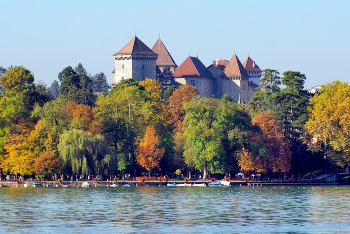 Annecy Castle in Autumn © French Moments