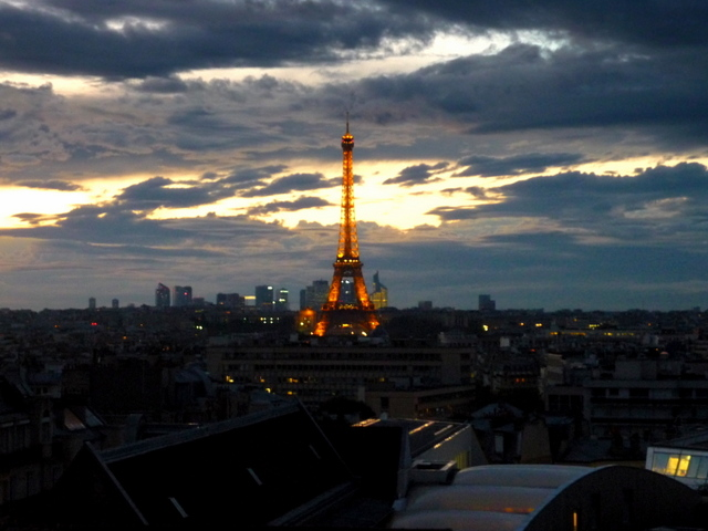Eiffel Tower at sunset 02 © French Moments