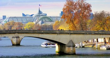 Along the banks of the River Seine in Paris © French Moments