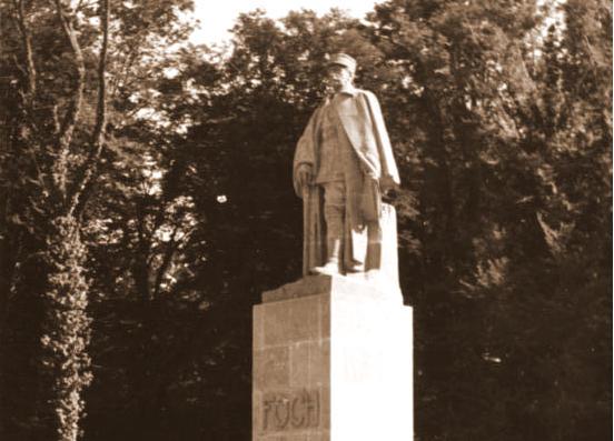 The statue of Foch in 1940, Bundesarchiv, Bild 121-2027 / CC-BY-SA