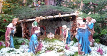 Nativity Scenes in France - Place de l'église, Kaysersberg © French Moments