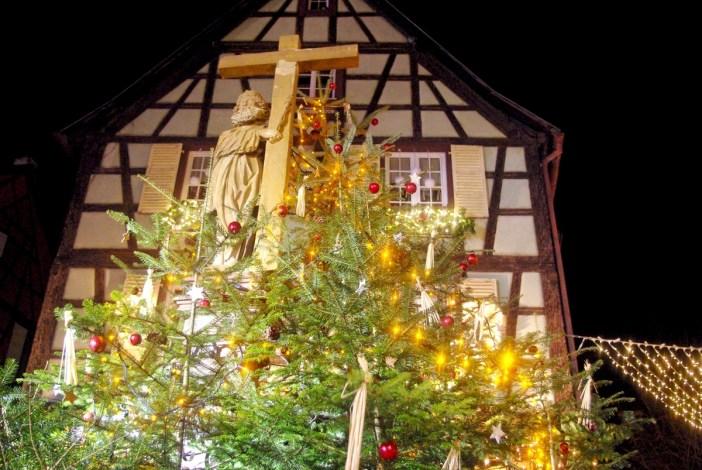 Place de l'église, Kaysersberg © French Moments