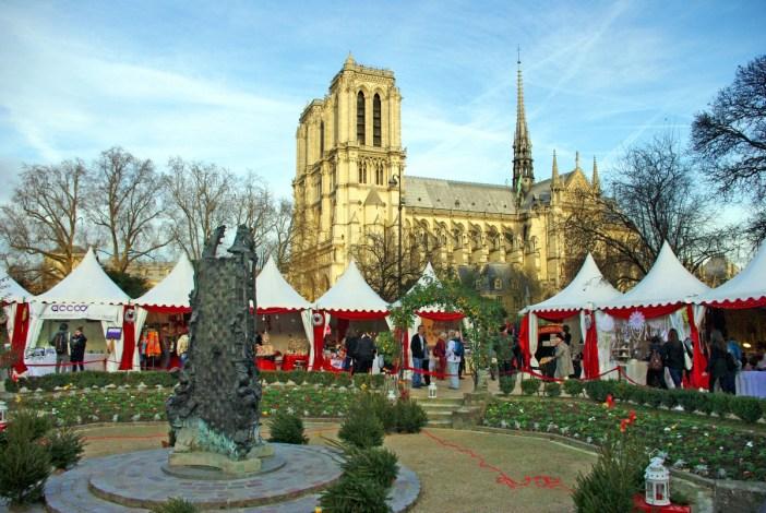 paris christmas market at notre dame square ren viviani french moments