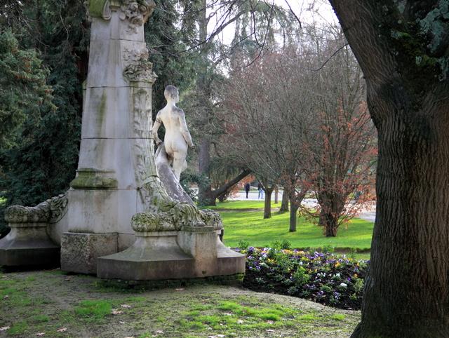 Jardin des Plantes © Caroline Léna Becker - licence [CC BY-SA 3.0] from Wikimedia Commons