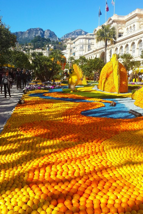 Menton Lemon Festival © Bohyunlee - licence [CC BY-SA 4.0] from Wikimedia Commons