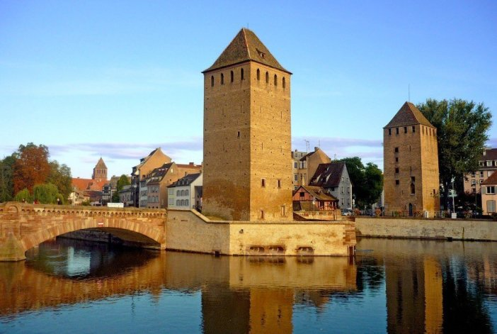 Things to see in Strasbourg: the Ponts Couverts © French Moments