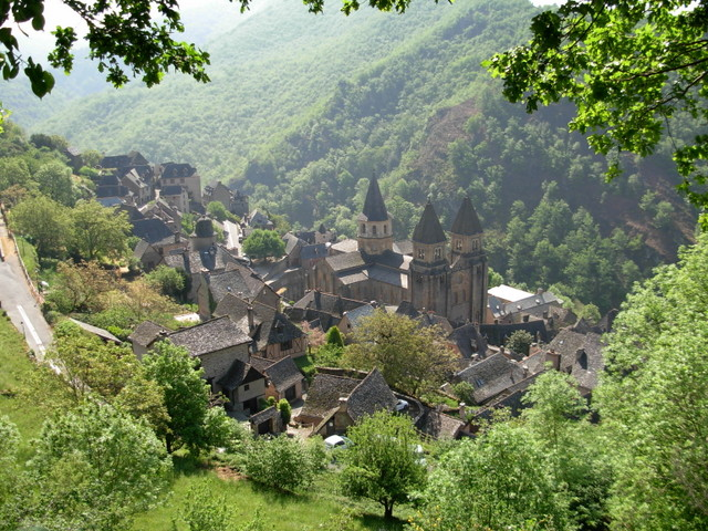 Conques © J-f.desvignes - licence [CC BY-SA 3.0] from Wikimedia Commons