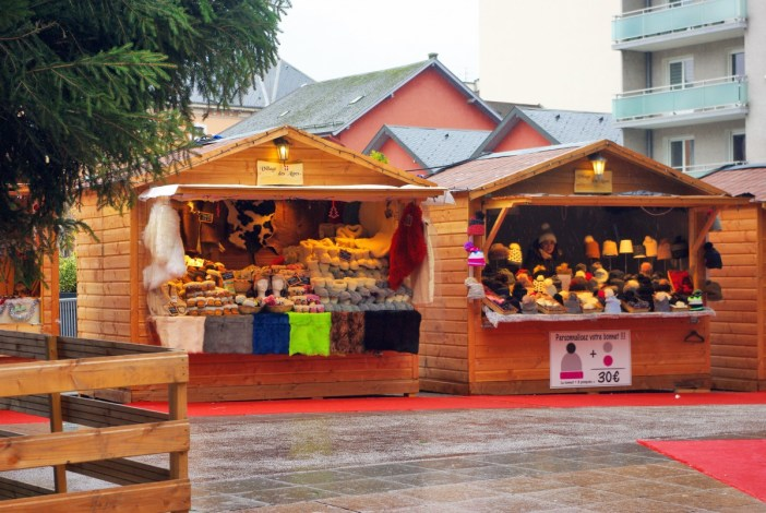 Annecy Christmas Market by the Courier shopping centre © French Moments