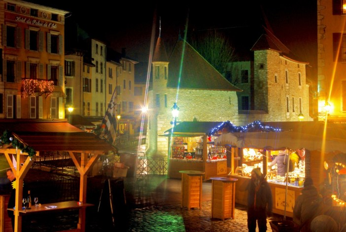 Photos of Christmas in France - Annecy Christmas Market © French Moments