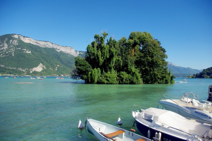 Ile aux Cygnes, Annecy lakeshore © French Moments