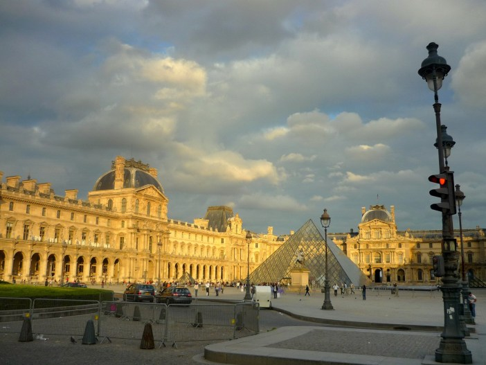 Famous monuments of Paris: Louvre © French Moments
