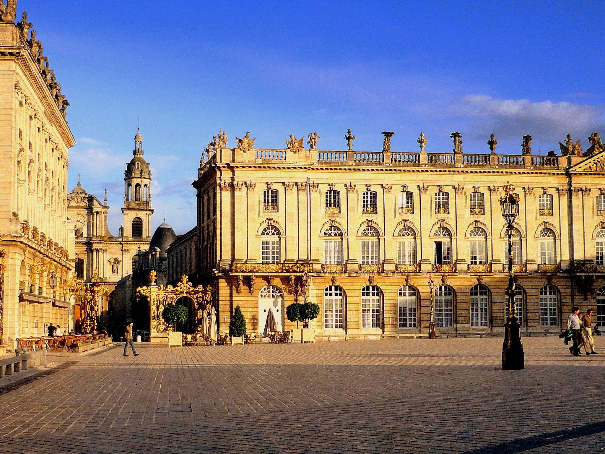 top 10 most beautiful squares of france french moments. Black Bedroom Furniture Sets. Home Design Ideas
