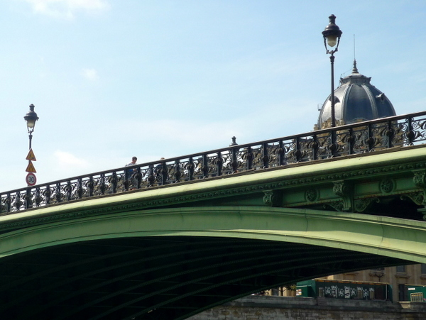 Lamp posts of Paris: Pont Notre-Dame © French Moments