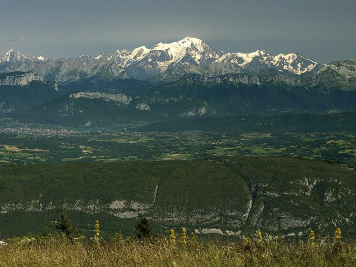 Mont-Blanc from Grand-Colombier © Rolf Süssbrich - licence [CC BY-SA 3.0] from Wikimedia Commons