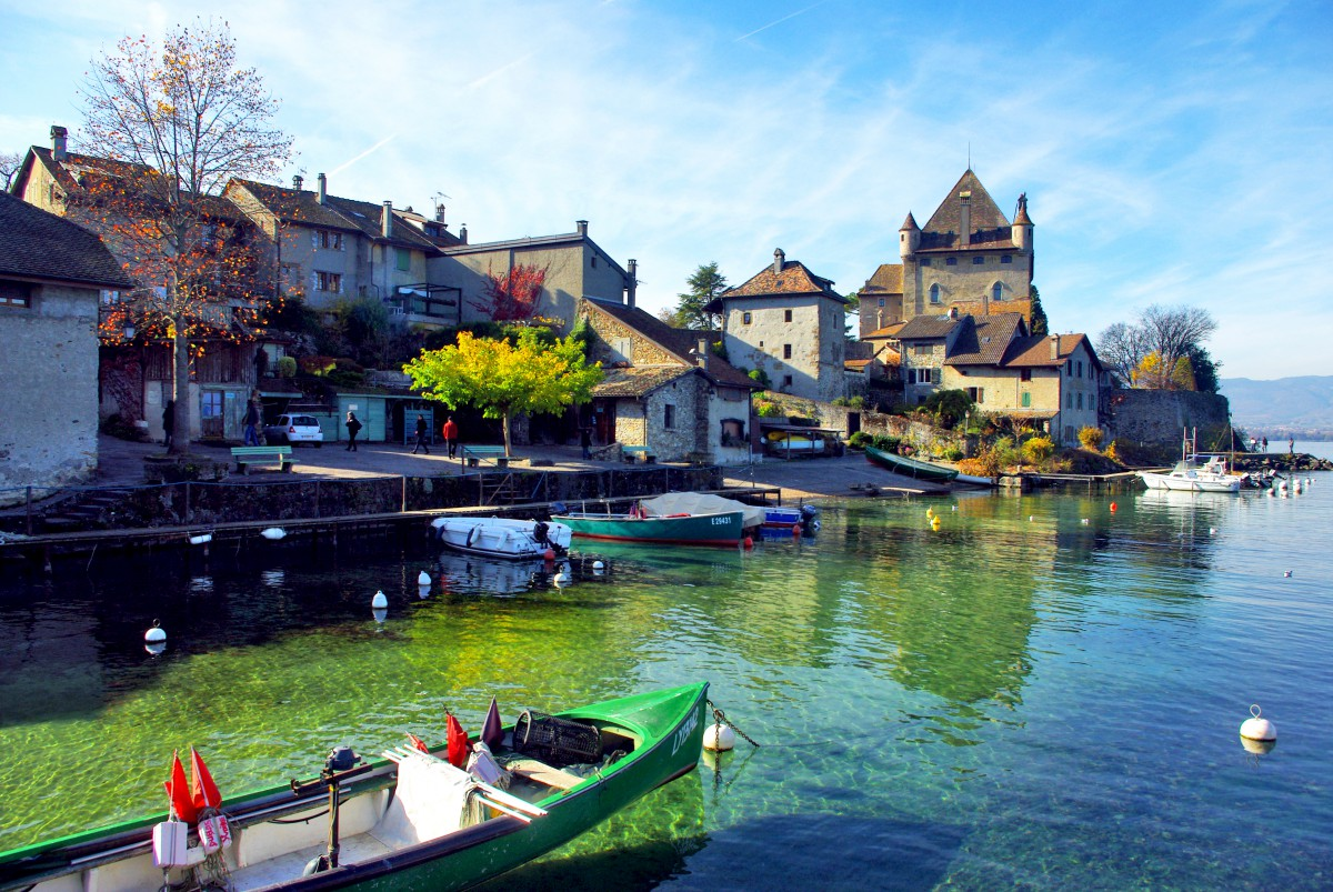 38c1aedf02e Discover the beautiful medieval village of Yvoire - French Moments