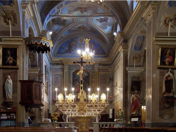 Inside the church of Roquebrune © Berthold Werner licence CC-BY-SA-3.0 from Wikimedia Commons