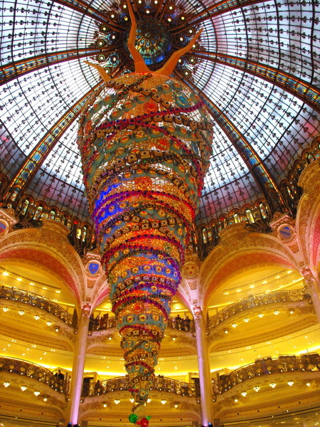 Upside down Christmas tree at Galeries Lafayette © French Moments