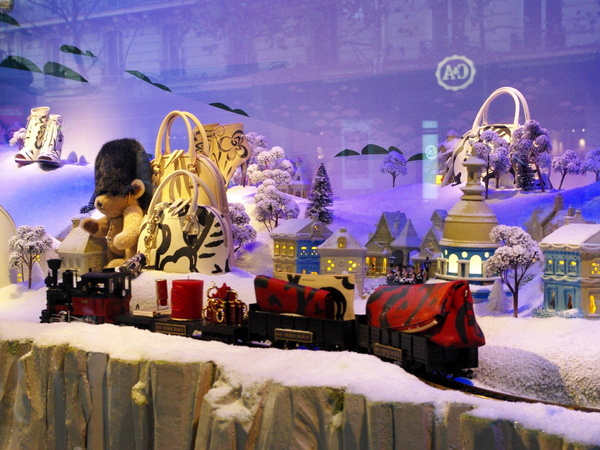 Christmas Windows of Printemps Haussmann © French Moments