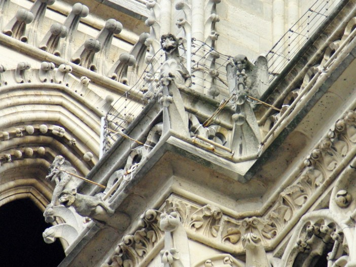 The Paris Challenge : Chimera of Notre-Dame © French Moments