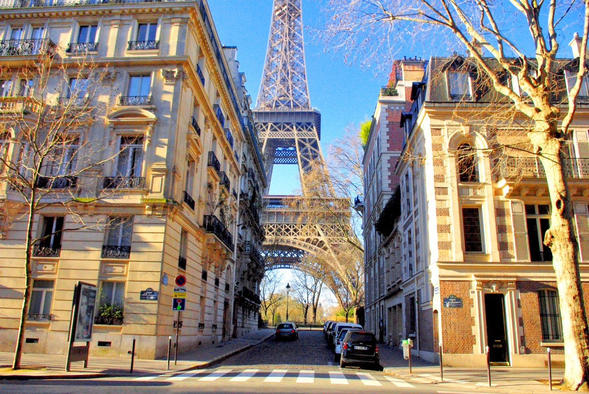 A Walk From The Eiffel Tower To The Louvre Paris French
