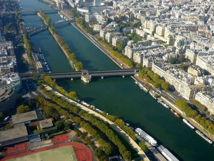Pont de Bir-Hakeim and Île aux Cygnes viewed from the 3rd platform of the Eiffel Tower © French Moments