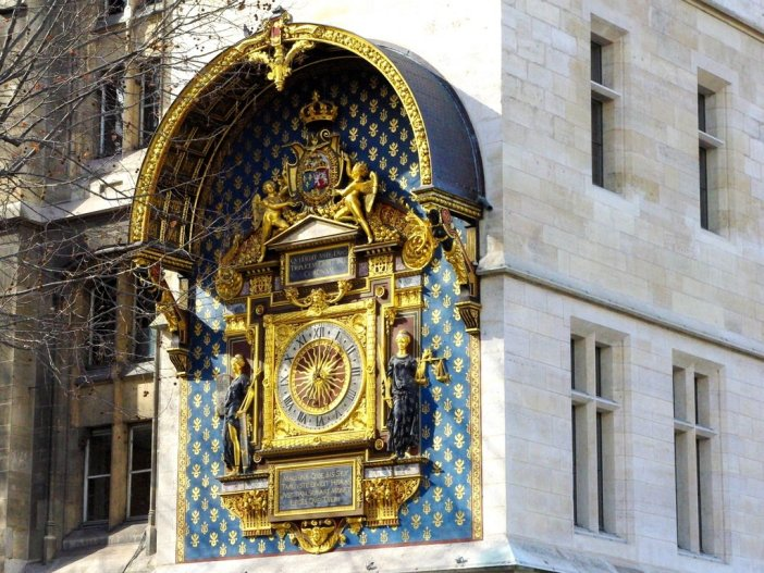 Clock Tower Conciergerie 04 © French Moments